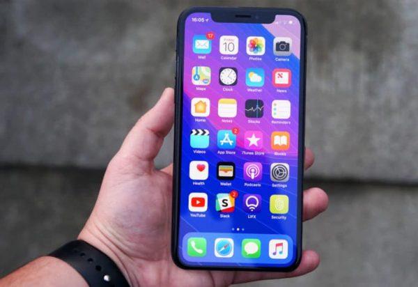 Бюджетный iPhone получит дисплей как у LG G7