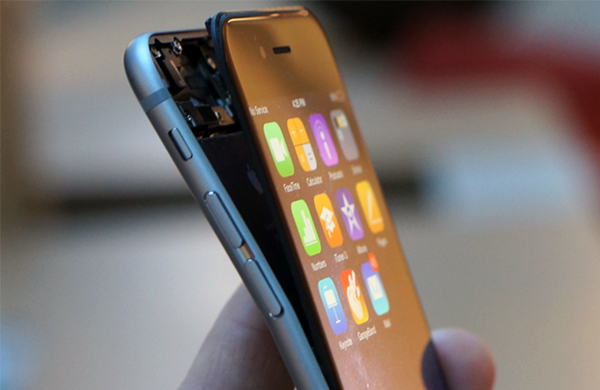 Apple знала, что iPhone 6 гнётся, но ничего не сделала