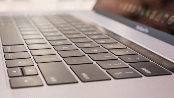 Владельцы MacBook Pro подали иск к Apple из-за клавиатуры