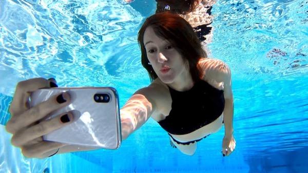 Насколько iPhone X на самом деле водонепроницаем