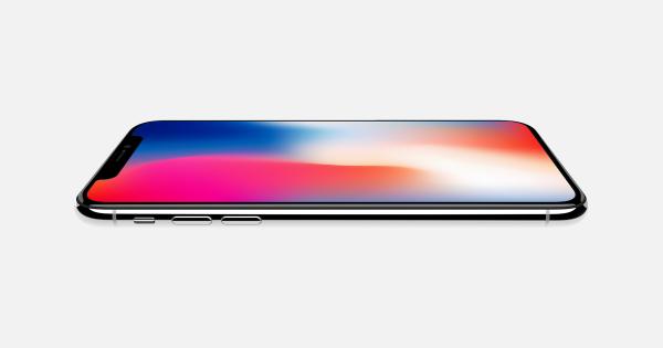 Все iPhone 2019 года получат OLED-экраны