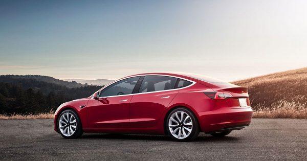 Илон Маск рассказал о полноприводной версии Tesla Model 3