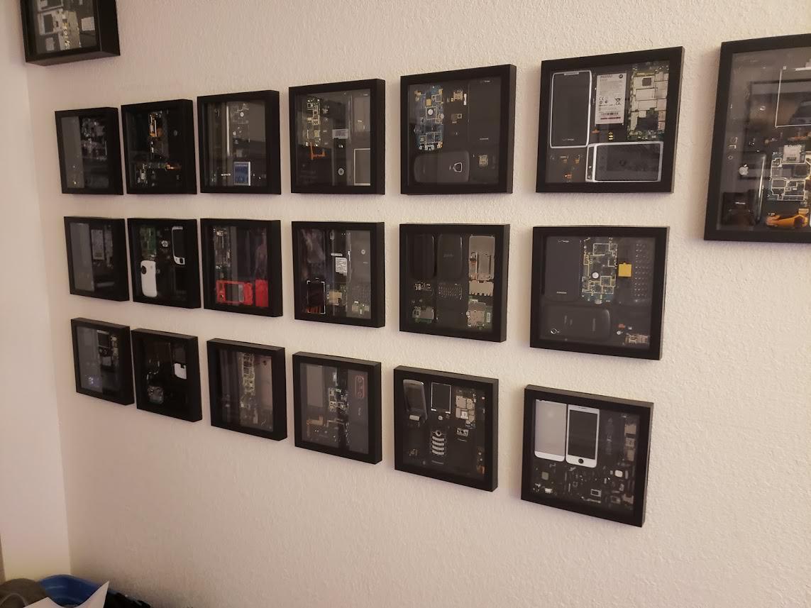 Интересно: украшение для стены из деталей iPhone