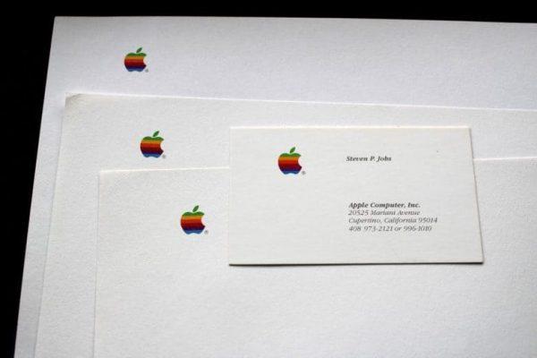 Визитки Стива Джобса продаются на eBay