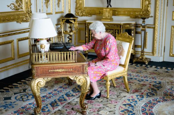 iPad любят все, даже королева Великобритании