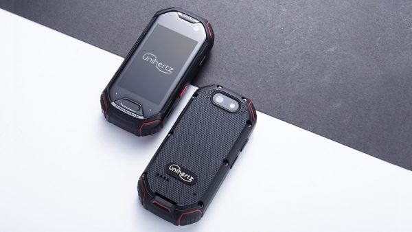 Atom – самый маленький в мире смартфон с сенсором отпечатков пальцев