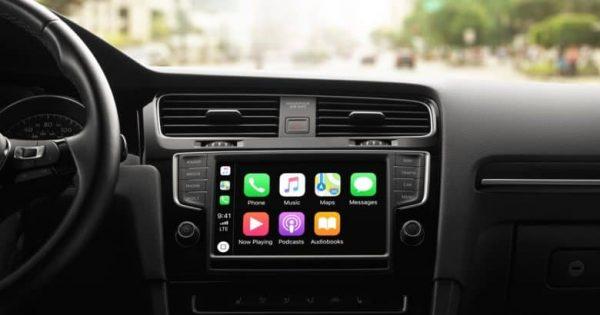 Apple CarPlay отвлекает водителя меньше, чем штатные мультимедийные системы