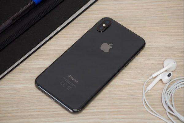 Из-за падения спроса на iPhone X, у производителей смартфона скопилось много лишних деталей