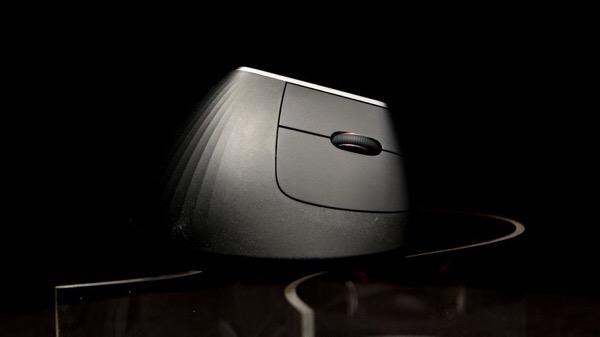 Logitech представила свою первую вертикальную мышь