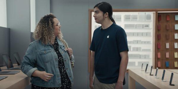 Samsung продолжает высмеивать iPhone X в новых рекламных роликах