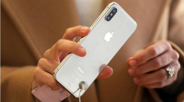 Почти половина владельцев iPhone планирует купить новую модель