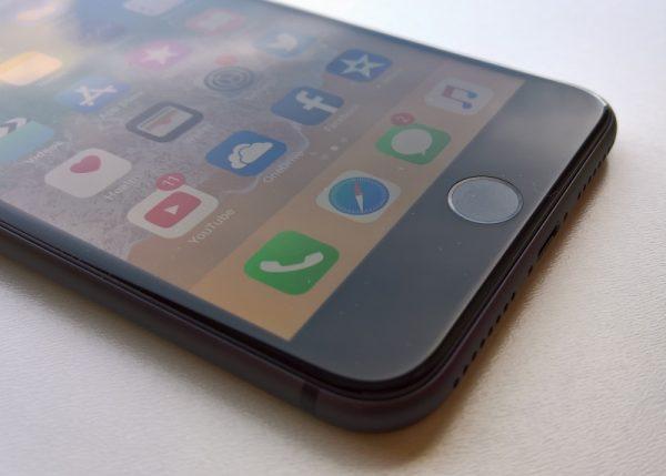 Новые модели iPhone c LCD-дисплеями появятся и в 2019 году