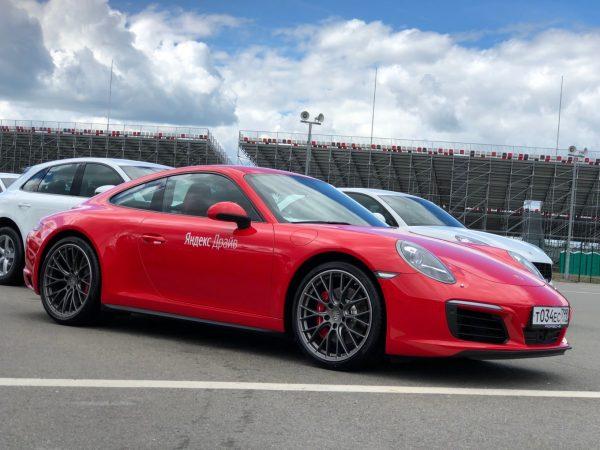 «Яндекс.Драйв» в Москве обзавелся 12 автомобилями Porsche