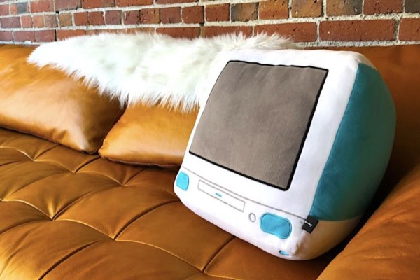 На Кикстартере появились подушки в виде устройств Apple