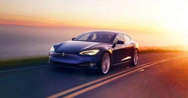 Илон Маск винит Apple в бедах Tesla