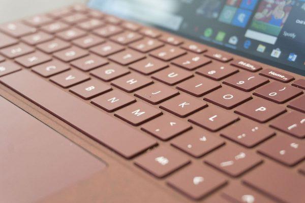 Surface Go — еще один медленный конкурент iPad