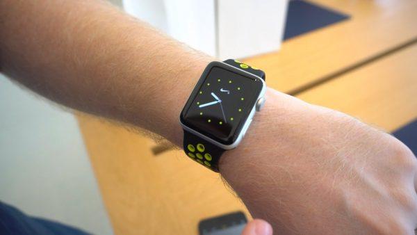 Apple Watch смогут постоянно показывать время