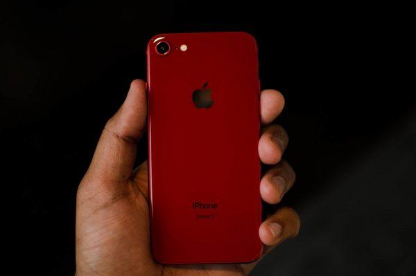 Apple бесплатно заменит материнскую плату в бракованных iPhone 8