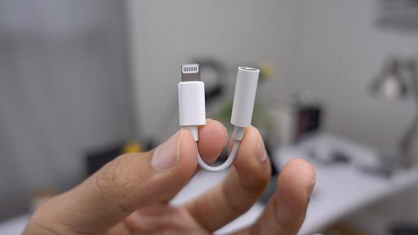 Пользователи iPhone: хотим мощные батареи, инновации нам не нужны